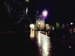 Puente Carlos de noche